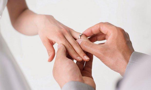 Conjuros de compromiso y matrimonio
